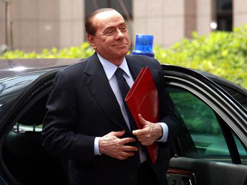 Итальянцы покупают на Рождество фигурки Берлускони