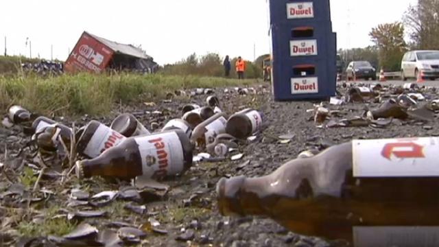 В Бельгии фура попала в ДТП, залив пивом автомагистраль Брюссель – Лилль