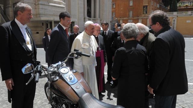 Папа римский продает свой Harley Davidson с аукциона. аукцион, мотоциклы, папа римский. НТВ.Ru: новости, видео, программы телеканала НТВ
